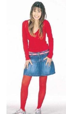 Bugünün dekolte giysiler içinde pırıl pırıl parlayan genç kadınından henüz eser yok bu fotoğrafta.