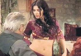 KOCASI ÖPÜŞTÜ, KARISI BAKAMADI   Karadağlar dizisinde birlikte rol alan Erdal Özyağcılar ile eşi Güzin Özyağcılar da senaryodaki öpüşme sahnesi yüzünden zor anlar yaşadı.