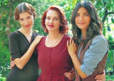 Sürer'in dizide tam 4 tane kızı vardı.