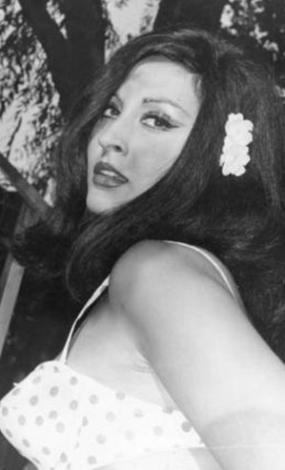 1942 doğumlu yıldız sinema kariyerine O Günden Sonra adlı filmle başladı.