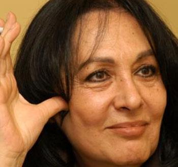 Sevda Ferdağ, daha sonra bir çok meslektaşı gibi anne rollerini üstlenmeye başladı TV dizilerinde.