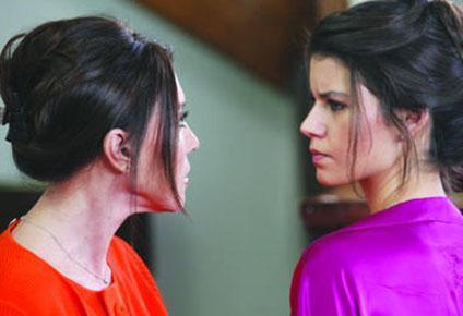 Nebahat Çehre'nin Aşk-ı Memnu dizisinde oynadığı Firdevs karakteri şimdiden ekranın unutulmazları arasına girdi..