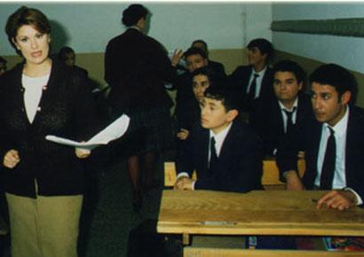 Bubikoğlu dizide kayıp kızını arayan bir öğretmeni oynuyordu.