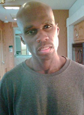 """ABD'li ünlü şarkıcı """"50 Cent,"""" senaryosunu kendi yazdığı film için aşırı kilo verince tanınmayacak hale geldi. 25 kilo veren ve beli 15 santimetre inceleyen 'hip hop'çu yeni halinin fotoğraflarını kendi internet sitesinde yayınlamıştı."""