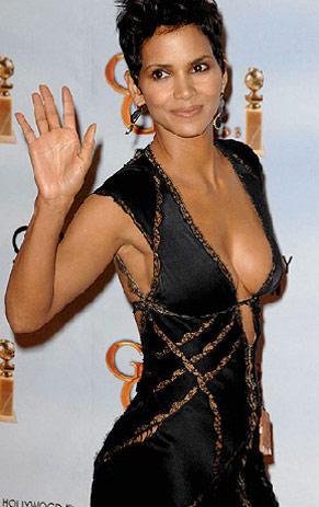 Oscarlı oyuncu Halle  Berry'nin Altın Küre ödül töreninde giydiği cesur kıyafet