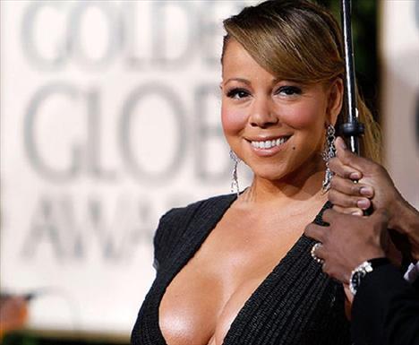 Bir cesur kıyafet de Mariah Carey'den...
