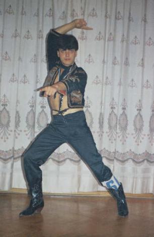GENÇ YAŞINDA HAYATA VEDA ETTİ  Coşkun Evcim 80'li yıllarda ekranların gözde dansçılarından biriydi.