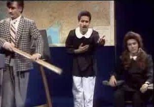 Popüler şarkılardan seçilen bölümler eşliğinde yaptıkları gösterilerle özellikle hafta sonu gecelerinde yayınlanan programların vazgeçilmeziydi Komedi Dans Üçlüsü..