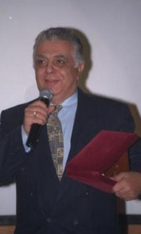 Koray'ın bir ekran klasiği haline gelen Tele Kutu adlı yarışması Pazar Stüdyosu adlı programın içinde yer alan bir bölümdü.