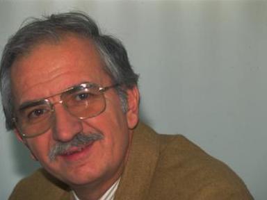 Koray; Pazar Stüdyosu'nu TRT'nin efsane sunuculaından Güneş Tecelli ile birlikte sunmuştu bir dönem.