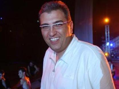 Kendisi de piyano çalan Ömer Önder, ünlü piyano ikilisi Ferhan ve Ferzan Önder'in de ağabeyi..