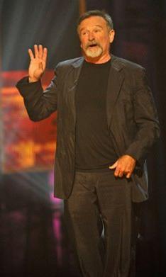 O dizi çekildiği sırada henüz 28 yaşında olan Robin Williams, sonradan kariyer basamaklarını çok hızlı tırmandı.