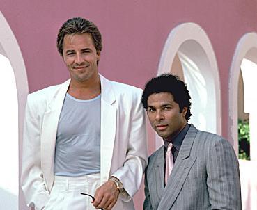 POLİSİYENİN ALTIN ÇAĞI  Miami Vice, Don Johnson ve Philip Michael Thomas'ın başrolünü paylaştığı dizi soluk soluga izleniyordu.