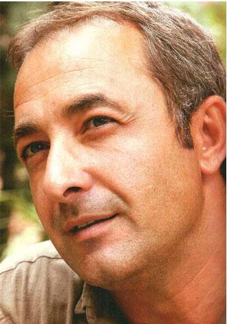 Mehmet Aslantuğ  Ben her şeyden önce sağlık diliyorum. Artık ailemde sağlık sorunu yaşamayız inşallah.