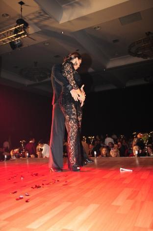 Hülya Avşar dört yıl sonra yine sahnede - 1