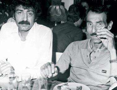 BABASI ANNESİNİ ÖLDÜRÜNCE  Arabeskin güçlü sesi Müslüm Gürses, babası Mehmet Aktaş'la yaklaşık 30 yıl görüşmedi.
