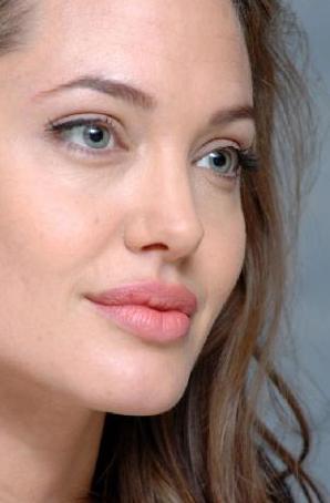 Bir süre önce babasıyla buluşup konuştuğu söylenen Jolie'nin Jon Voight ile arası hala tam olarak düzelmiş değil.
