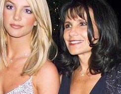 ANNESİ DEĞİL SANKİ DÜŞMANI  Tüm hayatı sorunlarla dolu olan Britney Spears'ın bu kadar çılgın olmasının sebebi belki de annesi.