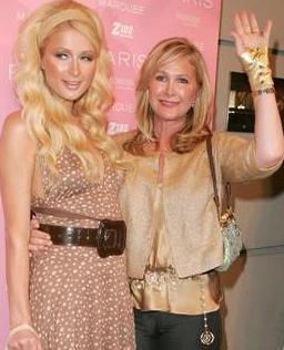 Kathy Hilton, nasıl olursa olsun kızının bir gün dünyanın en ünlü kişisi olmasını istiyordu. Paris de bunu büyük ölçüde başardı.