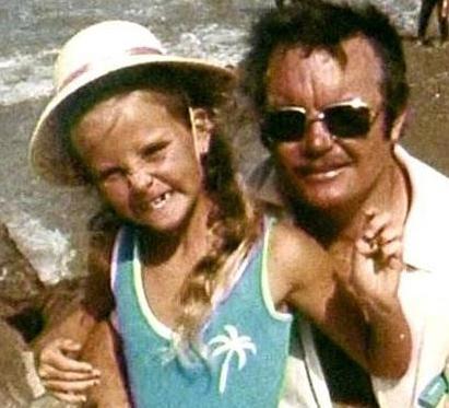 ANNESİ BABASINI ÖLDÜRDÜ  Oscar ödüllü yıldız Charlize Theron, gençlik yıllarında yaşadığı travmanın etkisinden uzun süre kurtulamadı.