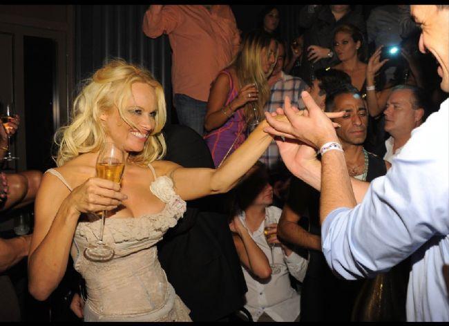 Pamela Anderson'dan en seksi pozlar... - 43