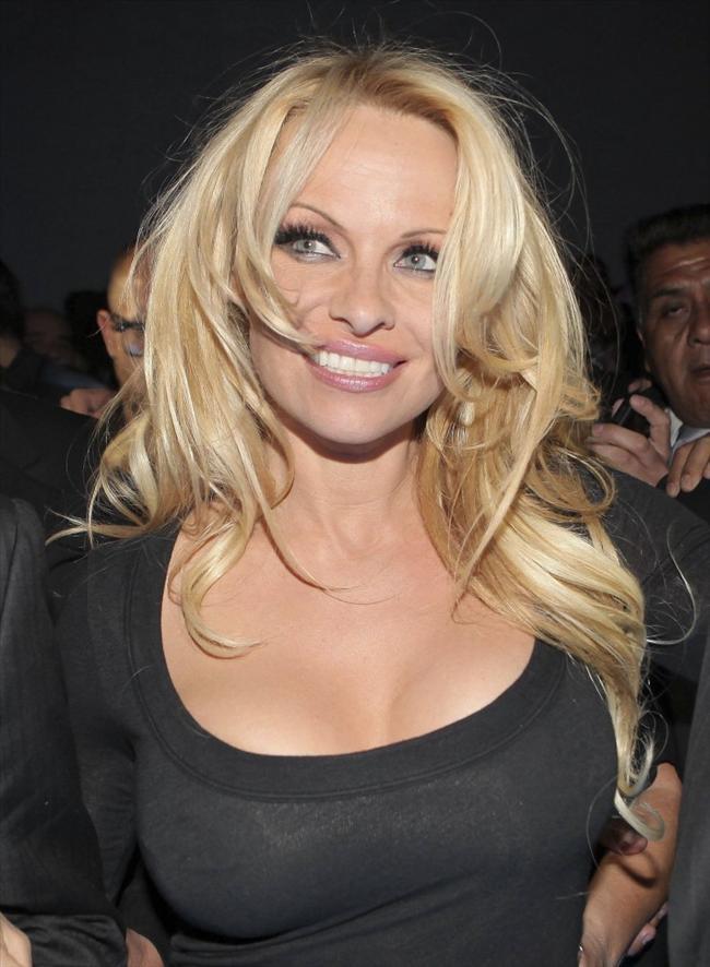 Pamela Anderson'dan en seksi pozlar... - 29