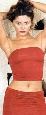 1981 doğumlu olan Kayacı, henüz 15 yaşındayken fuar standlarında mankenlik yapmaya başladı.