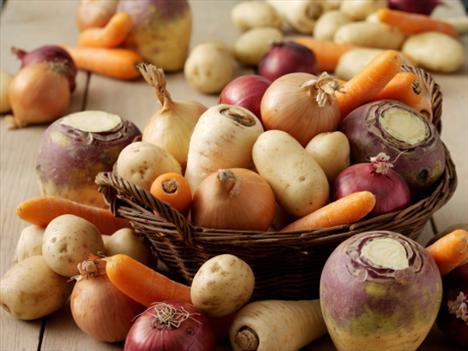 Günde 7-9 porsiyon (en az 5 porsiyon) sebze ve meyve tüketimine dikkat edilmelidir.   Yağ ve şekeri aşırı tüketmekten kaçının. Etiket okumak yardımcı olacaktır.