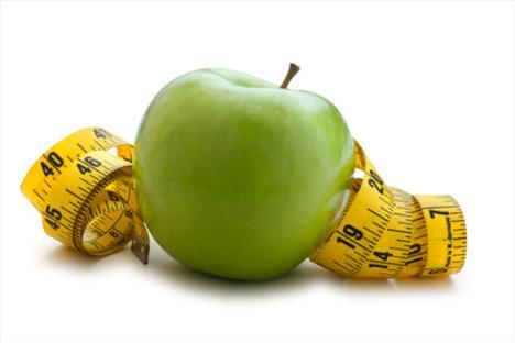 Elma demir içerir: Bu doğru ama çok küçük miktarlarda. Elmayı kestiğinizde esmerleşmesi sadece bir reaksiyondur, demirin belirtisi değildir.