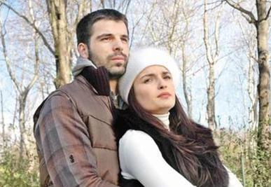 Ekranın beğeniyle izlenen dizilerinden Adanalı'dan Selin Demiratar'ın ayrılması da çok konuşulmuştu.