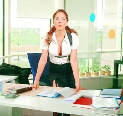 Erol, yönetmeni Atilla Cengiz'i çileden çıkartınca; daha ilk bölümde işine son verildi.