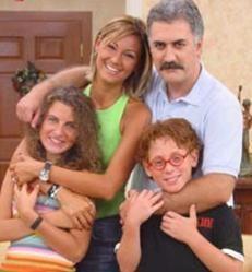 Çocuklar Duymasın adlı dizi uzun bir aradan sonra yeniden ekranlara döndü.   Pınar Altuğ da yeni dizinin kadrosunda yer alıyor.