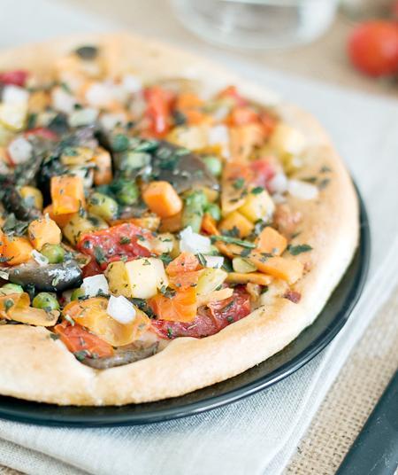 En lezzetli ve pratik İtalyan tarifleri  Kepekli sebzeli pizza  Tarifi görmek için tıklayın!