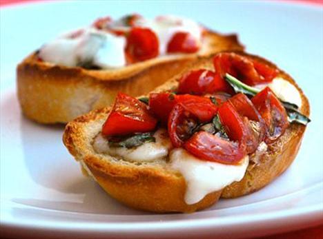 En lezzetli ve pratik İtalyan tarifleri  Domatesli bruschetta  Tarifi görmek için tıklayın!