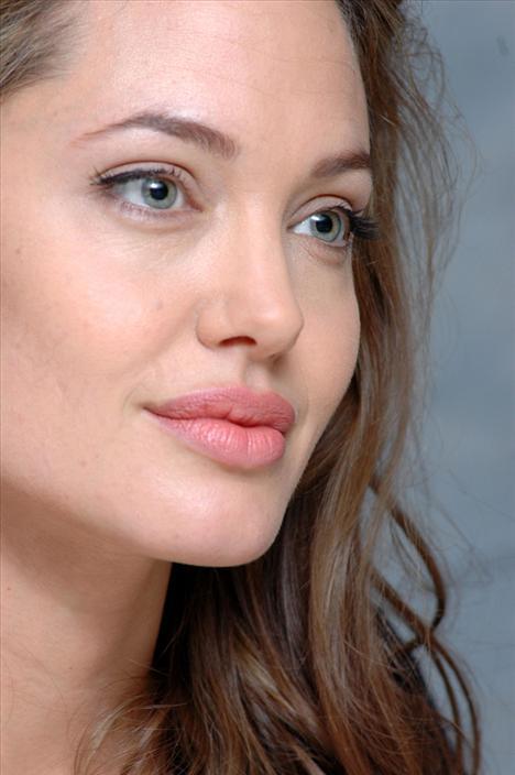 Angelina Jolie - Dudaklar