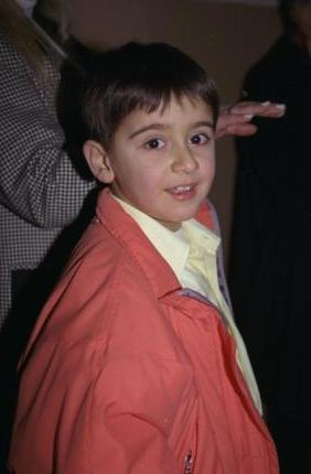 EMRAH'IN OĞLU TAYFUN  Bu minik çocuk bugün artık bir delikanlı ve babası da bir zamanların Küçük Emrah'ı.