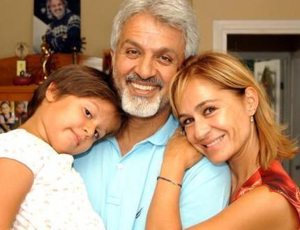 TALAT BULUT VE KIZI HAZAL  Şu sıralar Kasaba adlı dizide oynayan Talat Bulut'un Pınar Afşar ile evliliğinden Hazal adlı bir kızı var.