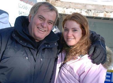 Akan, geçen yıl yaptığı kış tatilinde kızı Özlem ve oğlu Özgür ile görüntülenmişti.