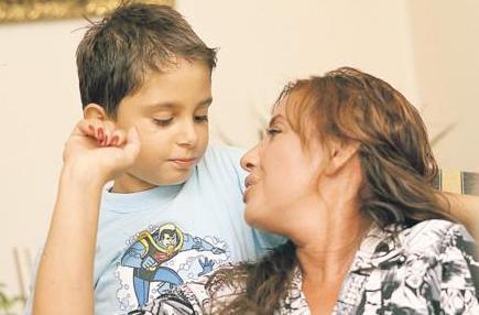 Eşini genç yaşta yitiren Savaş oğluna hem annelik hem babalık yaptı.