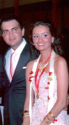 İki ünlü sanatçı kısa bir süre önce evlenen Melek Zübeyde'nin mürüvvetini de gördü.