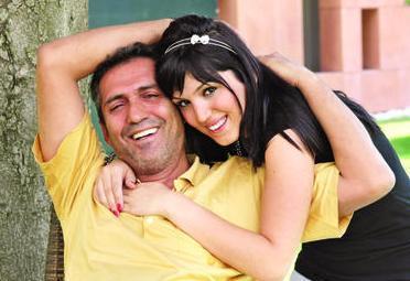 YAVUZ BİNGÖL VE KIZI TÜRKÜ  Genç yaşta evlenen Yavuz Bingöl'ün de boyunca kızı var.