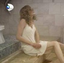 Kocası Kemal'ın artık kendisine dönmeyeceğini düşünen Halide bir şiş kullanarak bebeğini düşürdü.