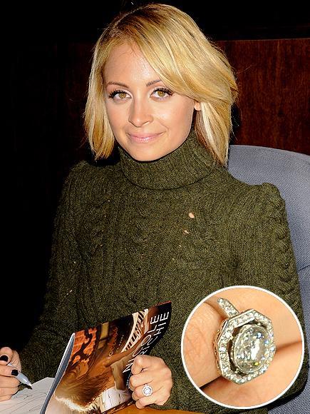 Nicole Ritchie'nin nişan yüzüğü Nicole Ritchie'nin Joel Madden ile nişanlanırken taktığı 4 karatlık Neil Lane pırlanta yüzük, en meşhur mücevherlerden biri…