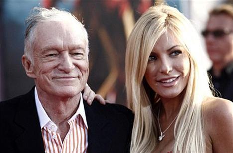 Nişan yüzüğünü 24'lük yıldız Crystal Harris'in parmağına takan 84 yaşındaki Playboy patronu Hugh Hefner gibi ünlü isimlere duyurulur...