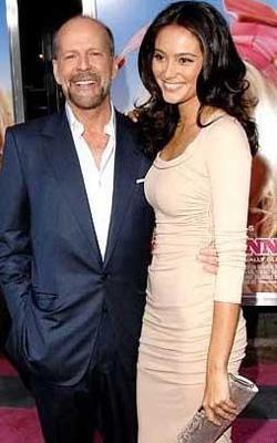 Ünlü aktör Bruce Willis uzun süre Demi Moore ile evliydi. Bu evlilikten üç kız çocuk sahibi oldu.