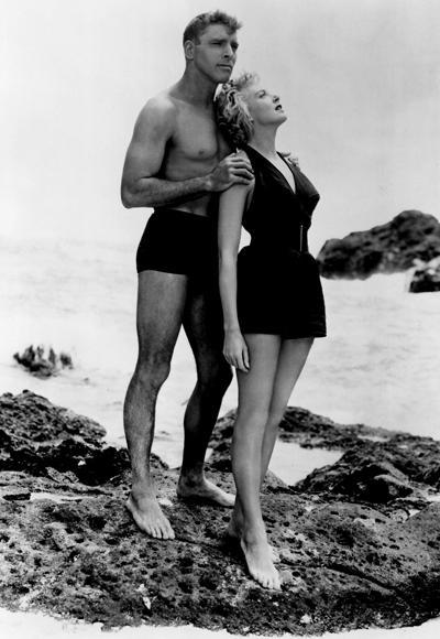 Deborah Kerr'in 1953 yılında From Here to Eternity filminde giydiği bikini.