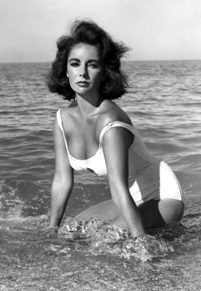 Elizabeth Taylor'ın 1959 yılında Suddenly, Last Summer filminde giydiği beyaz mayo.