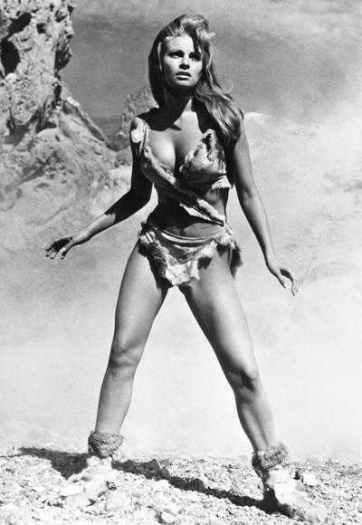Raquel Welch'in 1966 yılında çekilen One million years b.C. filminde giydiği, deri mağara kadını bikinisi.