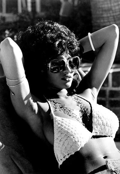 Pam Grier'in 1973 yılında çekilen Coffy filminde giydiği bikini
