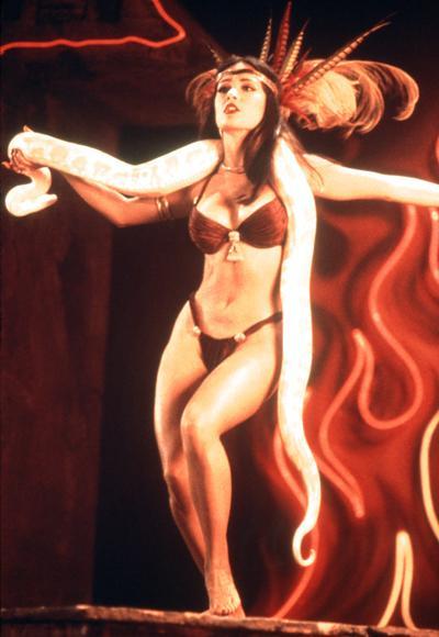 Salma Hayek Pinault'un From Dusk Till Dawn'ın çekimleri sırasında 1996 yılında giydiği seksi bikinisi.